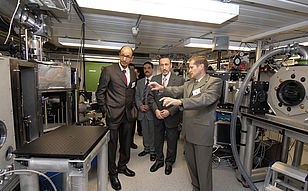 Visit in the laboratories of the MPQ.